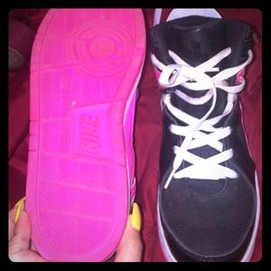 Nike pink and black tennis size 7